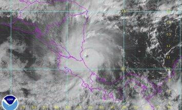 """Uraganas """"Otto susilpnėjo iki tropinės audros"""