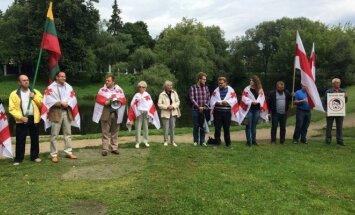 Lietuviai prie Rusijos ambasados smerkė agresiją Gruzijoje