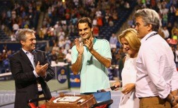Rogeris Federeris teniso dvikovos metu šventė gimtadienį