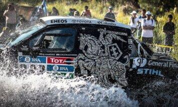 Vytis užima garbingiausią vietą Dakare važiuojančiame B.Vanago bolide.