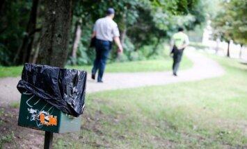 Aplinkosaugos pareigūnai mano, kad nunešti išmatas kelis šimtus metrų iki specialios dėžutės - nedidelis nepatogumas