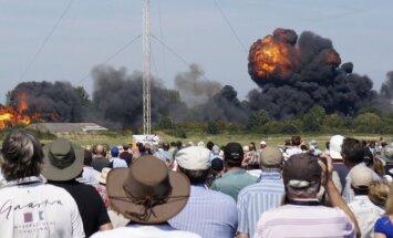 Naikintuvas Hawker Hunter sudužo aviacijos šventėje Anglijoje