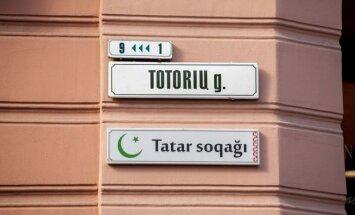 Dwujęzyczna tabliczka