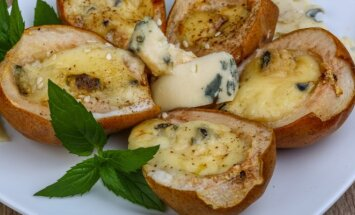 Keptos kriaušės su pelėsiniu sūriu