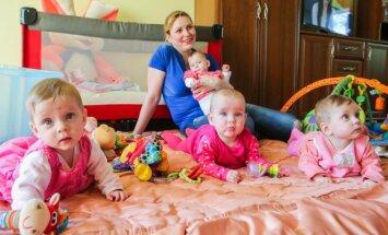 Ketvertukas Tauragėje, kai mergaitėms buvo 8 mėnesiai