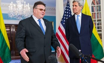 Lithuanian Foreign Minister Linkevičius and US Secretary of State Kerry.   Photo Ludo Segers