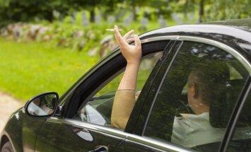Rūkymas automobilyje