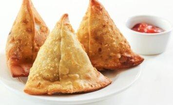 """Netikėtai skanu: indiški pyragėliai su daržovėmis <span style=""""color: #4b4f56;"""">–</span> samosa"""