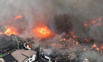 Japonijos Honšiū saloje liepsnoja mažiausiai 140 pastatų