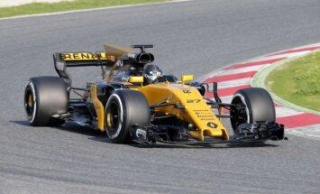 F-1 Renault naujas automobilis Barselonos trasoje