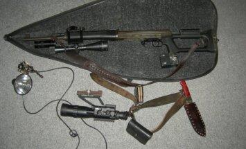 Konfiskuotas ginklas su naktinio matymo prietaisu