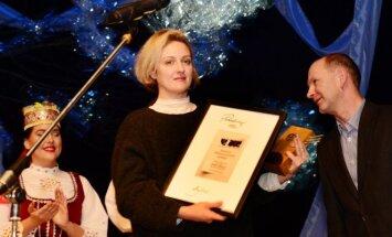 Gabrielė Tuminaitė apdovanojama Anykščiuose