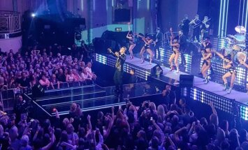 Robbie Williamso pasirodymo BRITs apdovanojimuose akimirkos