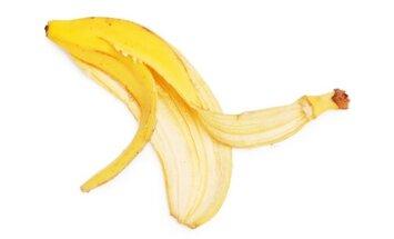 14 idėjų, kur sode galima panaudoti bananų žieves