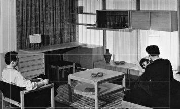 """Algimanto ir Vytauto Nasvyčių suprojektuotų baldų ekspozicija parodoje """"Menas buičiai"""" Maskvoje, 1961 m.,"""