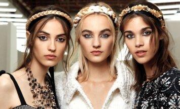 """Įdegis ir vėl madingas – naujausią """"Chanel"""" kolekciją pristatinėjo subtiliai įdegę modeliai"""