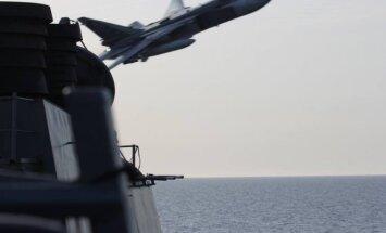 Užfiksuotas momentas, kai Rusijos orlaivis Su-24 Baltijos jūroje pralėkė virš JAV karo laivo USS Donald Cook