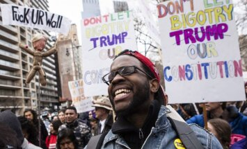 Amerikiečiai protestuoja prieš Donaldą Trumpą