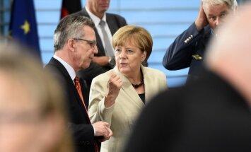 Thomasas de Maiziere'as, Angela Merkel
