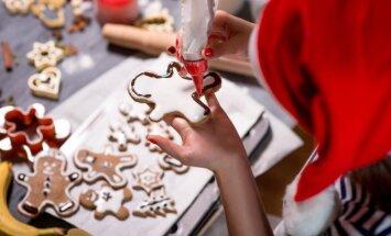 Gaminant kalėdines dekoracijas patiems galima nemažai sutaupyti