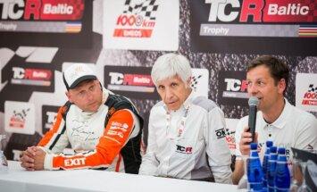 Darius Jonušis (dešinėje) ir Fabio Ravaioli (viduryje) pristatė TCR planus Lietuvoje