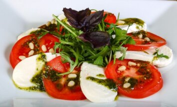 Pagerintos mocarelos ir pomidorų salotos
