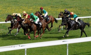 Žirgų lenktynių 1200 metru bėgimas / Foto: Vytalius Judickas