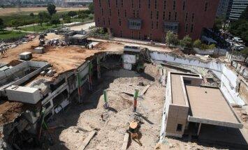 Tel Avive sugriuvo pastatas