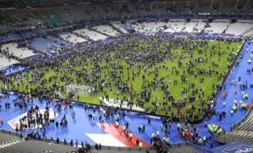 Sirgaliai nuo teroristų atakų slėpėsi stadione