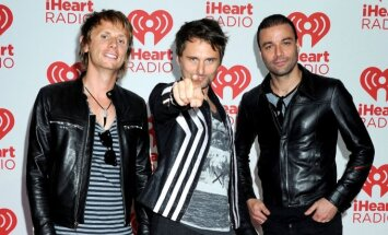 Dominicas Howardas, Mattas Bellamy, Chrisas Wolstenholme'as