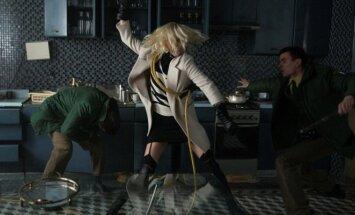 Charlize Theron, kadras iš filmo Atominė blondinė