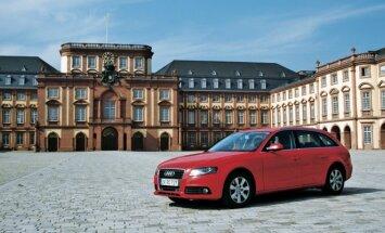 "Graži Vokietijos architektūra: ""Audi A4 Avant"" prie Manheimo pilies"