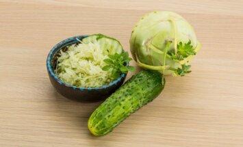 Kaliaropės ir agurkų mišrainė