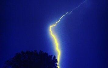 Žaibas ir perkūnija: kaip apsaugoti sveikatą ir turtą