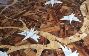 """<span style=""""color: #ff7f00;"""">Darau pats:</span> grindų sprendimas iš atsitiktinių medienos gabalų"""