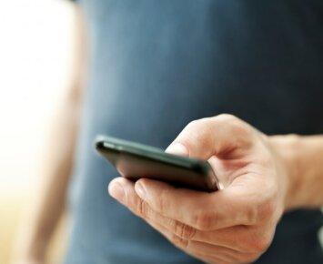 Žiūrėdami pornografiją telefone galite prisidaryti rimtų problemų