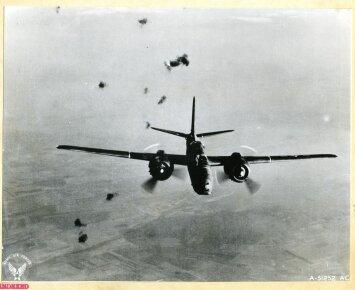Antrojo pasaulinio karo žaizdos: žuvusio sovietų lakūno tapatybę įminti padės lėktuvo likučiai