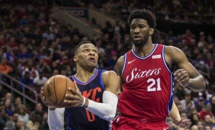 """NBA naktis: Westbrooko spindesys trijų pratęsimų trileryje ir """"Rockets"""" dominavimas prieš """"Spurs"""""""