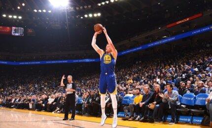 """Diskvalifikuotas Greenas, traumuotas Curry – ne bėda! """"Warriors"""" pergalę pasiekti padėjo švedas Jonas"""