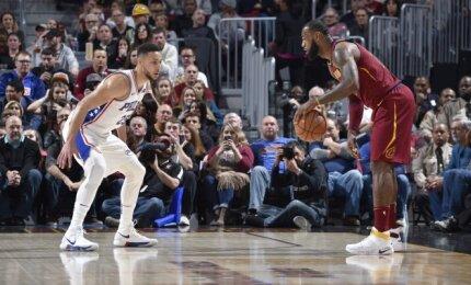 """NBA naktis: kovinga LeBrono ir Simmonso dvikova bei pirmoji autsaiderių """"Bulls"""" pergalių serija"""