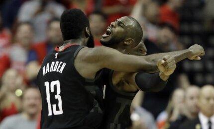 """NBA naktis: žadą atimančios taškų lenktynės Hjustone ir """"Celtics"""" fiasko Čikagoje"""