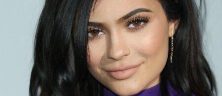 Jaunesnioji K. Kardashian sesuo Kylie laukiasi pirmagimio