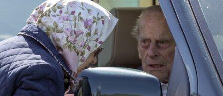 Princas Philipas po avarijos žaidžia su ugnimi: 97 metų monarchą teko pamokyti policijai