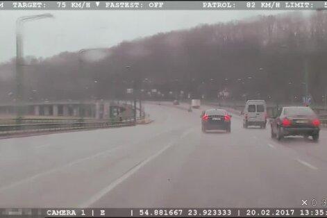 """Nufilmuotas """"Volvo"""", kurio vairuotojui negalioja nei ženklai, nei taisyklės"""