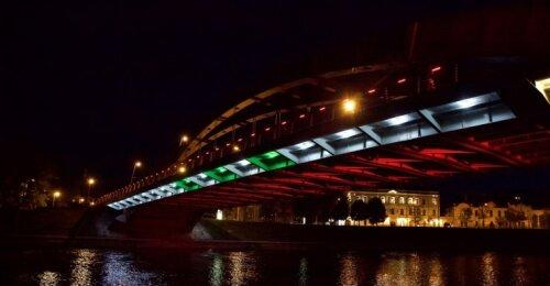 Vilniaus palaikymo žinutė Beirutui: miesto tiltai nušviesti Libano vėliavos spalva