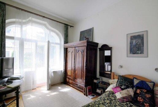 Arūnei patinka dekoratyvinės pagalvėlės, daug jų yra ir svetainėje, ir miegamajame. Dailininkė pusiau juokais sako, kad šiuo klausimu jiedu su vyru nesutaria
