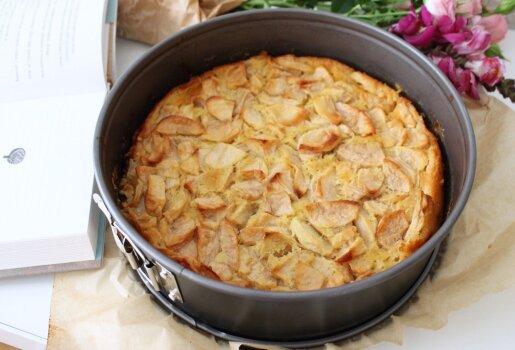 Burnoje tirpstantis obuolių pyragas. Lengvai paruošiamas
