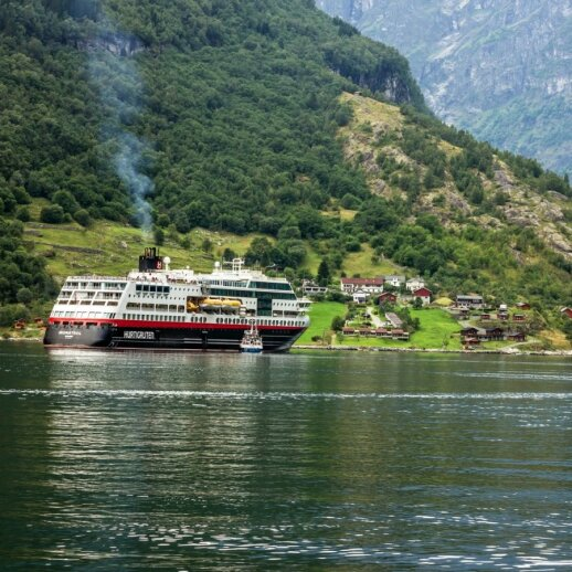 "Kruizinis keltas ""Hurtigruten"""