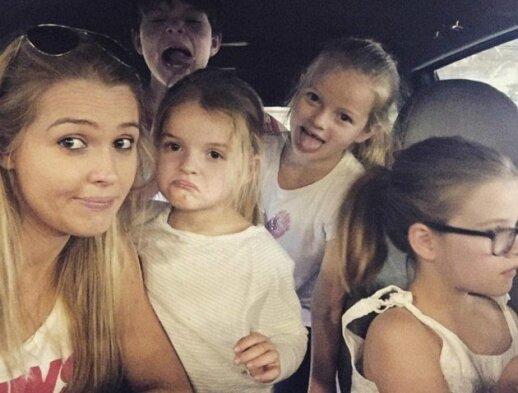 Rosie Luik su savo vaikais