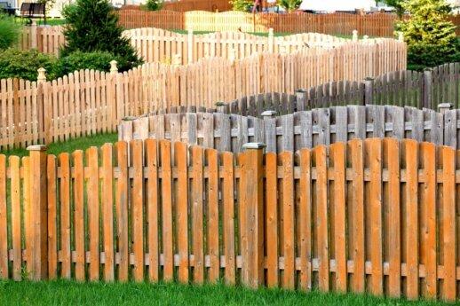 Medinės tvoros: privalumai ir trūkumai